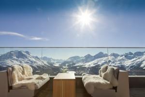 Солнечный отель в Швейцарских горах