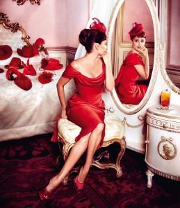 Пенелопа Крус в «горячем красном» для календаря Campari